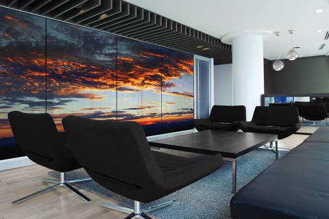 Partition wall in ViviSpectra Zoom glass with Sacramento Mountains interlayer